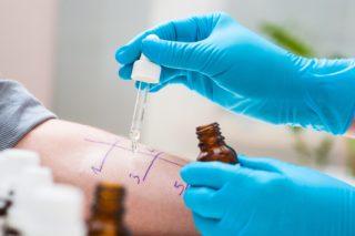 Pe cat de complicata este testarea si identificarea fiecarui alergen in parte, pe atat de complicat poate fi tratamentul medicamentos al celor ce sufera de alergii.