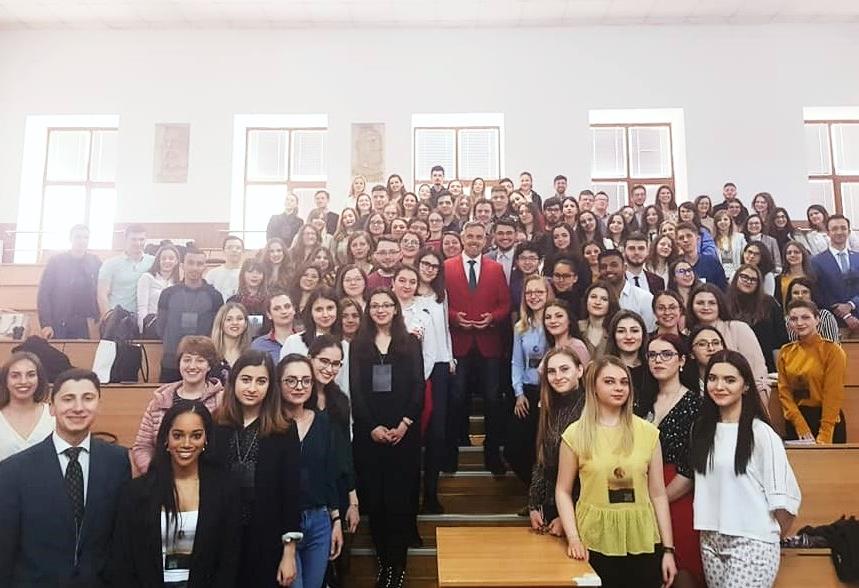Dr. Bogdan Ivanescu, invitat constant al Facultatilor de Medicina din tara pentru workshop-uri tematice cu studentii medicinisti.