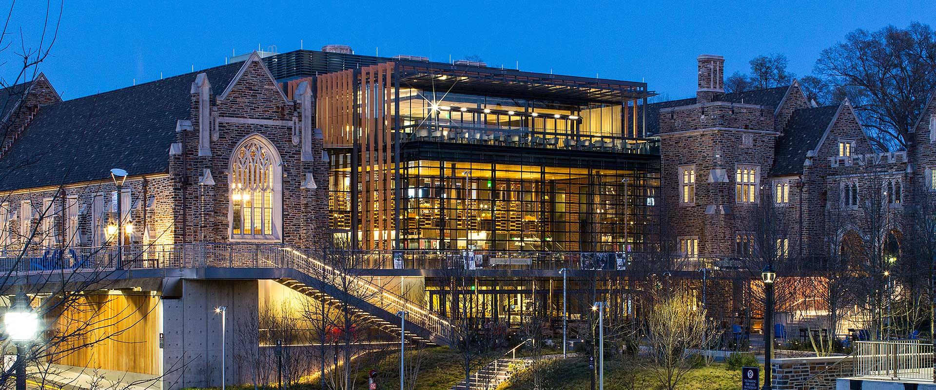 Campusul de vest al Universitatii Duke, una dintre universitatile leader la nivel mondial in aplicatii din domeniul biotehnologiei.